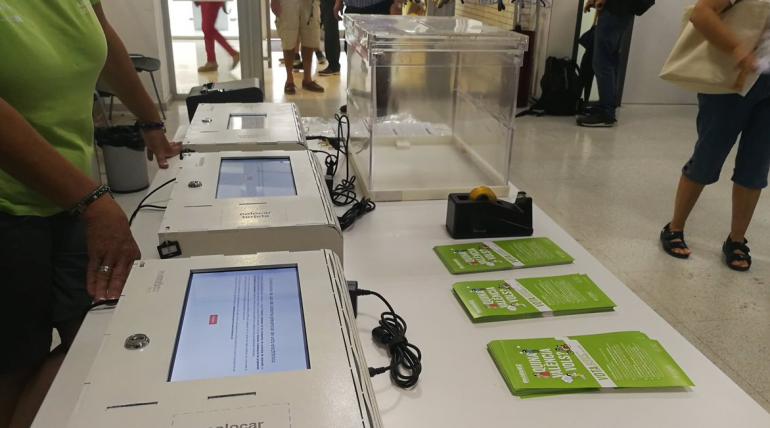 (Español) La Cátedra Govern Obert impulsa el desarrollo de un sistema presencial de votación electrónica