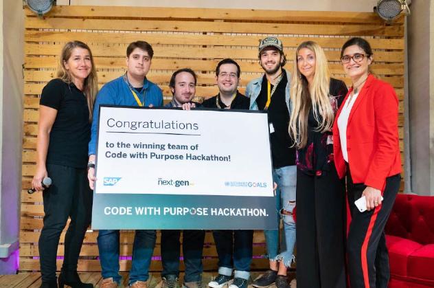 Alumnos de ETSINF Premio jóvenes talentos en el Hackathon de SAP