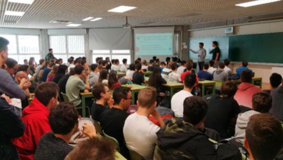 200 estudiantes de la ETSINF asisten a la presentación del Developer Student Club (DSC)