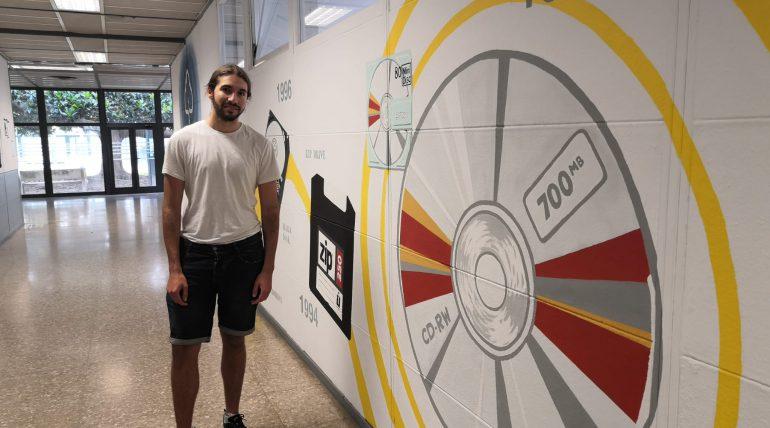 Nuevo mural sobre historia de almacenamiento de datos en el 1B